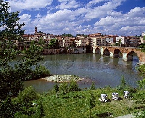 Bridge over the River Tarn to the old town of Albi   Tarn France
