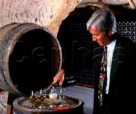 Jacques Pters pouring a bottle of   justdisgorged 1953  Champagne Veuve Clicquot Ponsardin   Reims Marne France